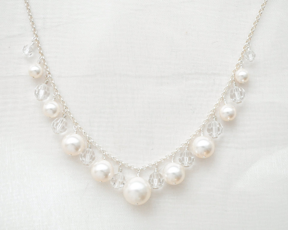 Serena_Stylish Silver Bridal Necklace with Pearls and Crystals