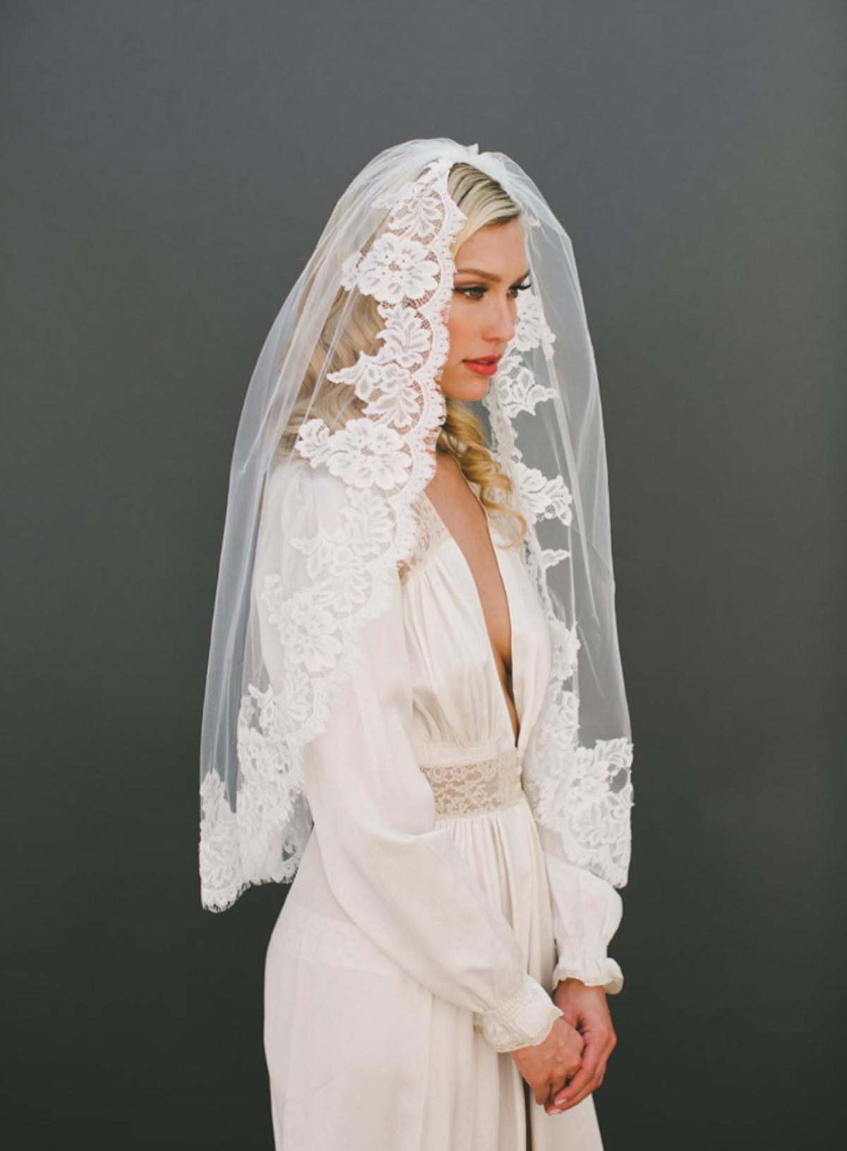 Lauren Veil_One Tier Mid Hip Length Bridal Veil with French Alençon Lace Edge