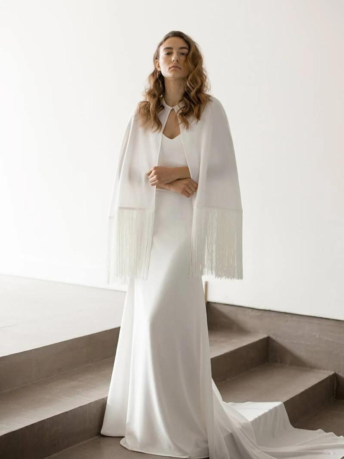 Elara_Stylish Boho-Chic Bridal Cape with Fringes